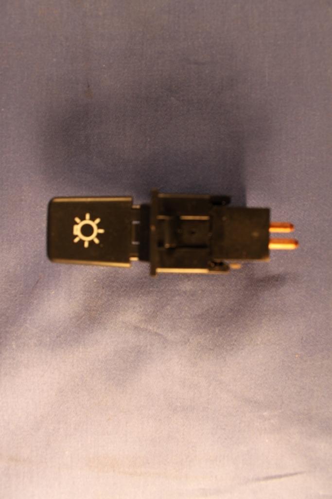 (11) mgb aau4562 headlamp paddle switch 1976 on