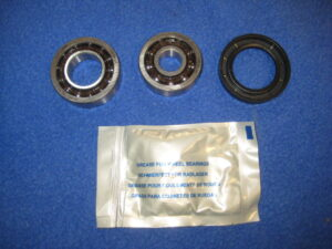 MG   PAIR  MGB OIL COOLER GROMMETS  KIT 1962 TO 1980   *** bcs8
